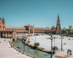 Sevilla: Vlucht, hotel & excursie