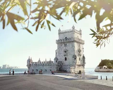 Lissabon: Vlucht, hotel, excursie & privé-transfer